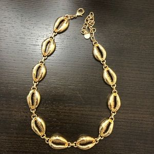 Gold seashells choker(NWOT)